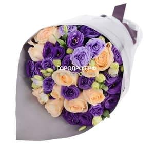 Сборный букет с розами и эустомой