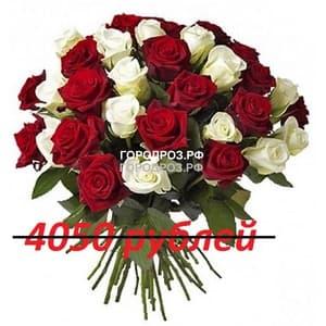 Букет из 45 красных и белых роз
