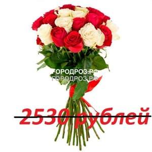 Букет из 23 красных и белых роз