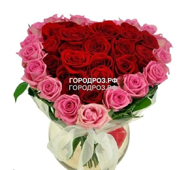 Красное сердце в корзине  с розовым кантом из 51 розы