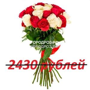 Букет из 27 красных и белых роз
