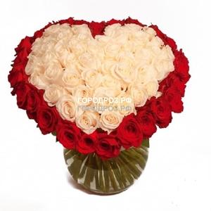 Белое сердце в корзине с красным кантом из 51 розы
