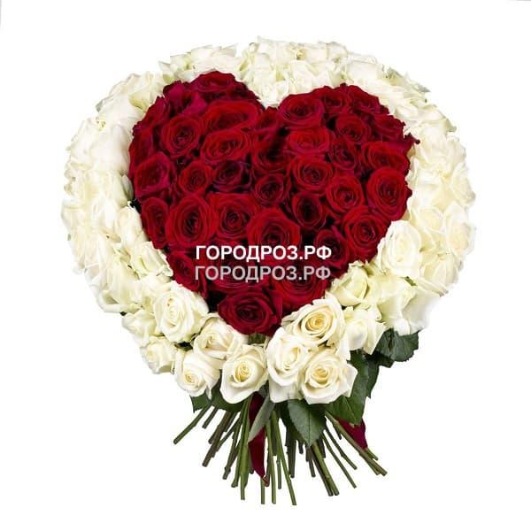 Красное сердце в корзине с белым кантом из 101 розы