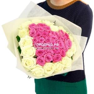 Розовое сердце в корзине  с белым кантом из 51 розы