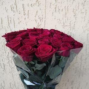 Розы поштучно в букетах